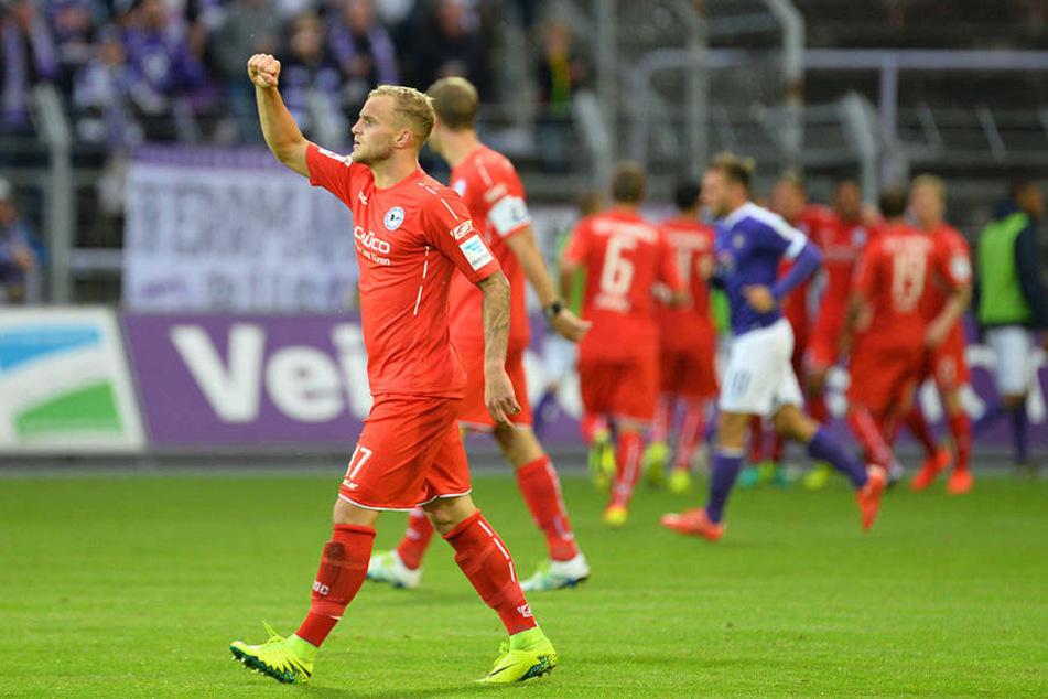 Christoph Hemlein bejubelt in der 48. Minute Cacutaluas Ausgleichtreffer gegen Erzgebirge Aue.