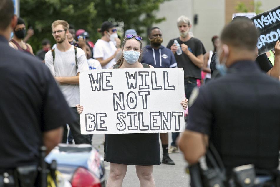 Gerade in den USA gingen nach dem Tod von George Floyd Hunderttausende gegen Polizeigewalt gegenüber Schwarzen auf die Straße. So wie hier in Atlanta.