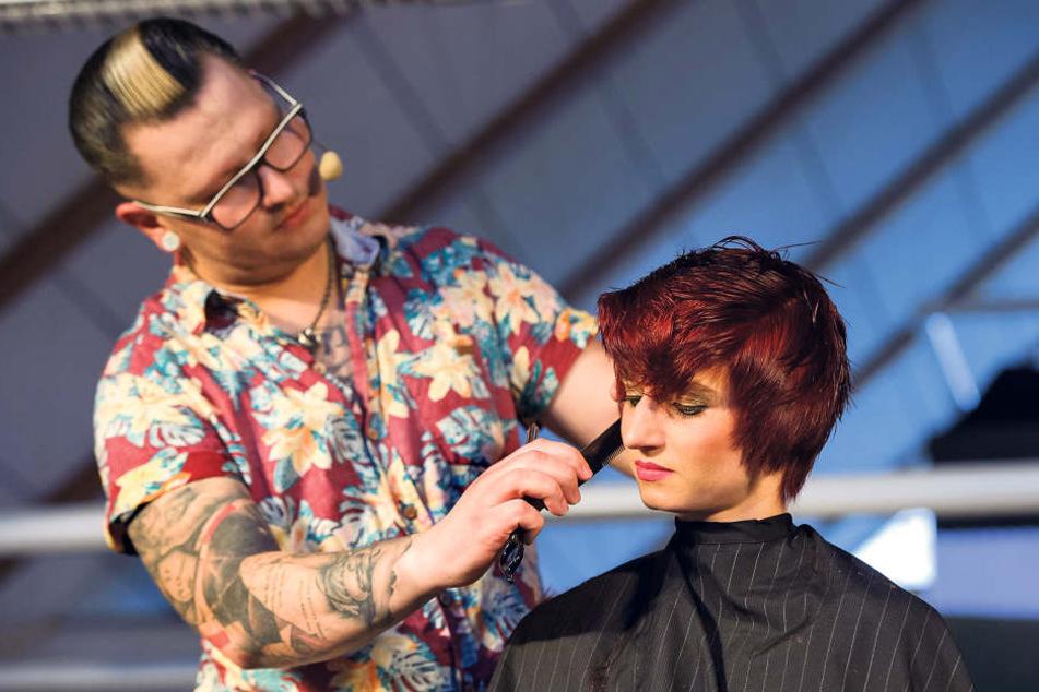 Christian Rauch (32) zeigte Friseurkollegen neue Schnitt-Techniken für  trendige Kurzhaarfrisuren.