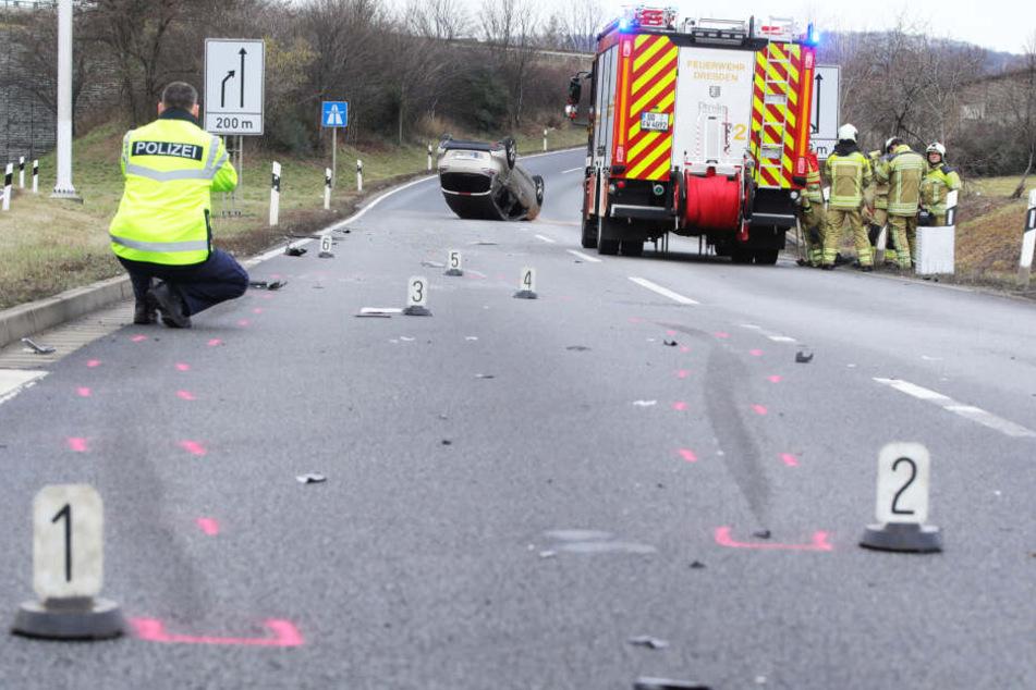 Der Renault erlitt ersten Informationen zufolge Totalschaden.