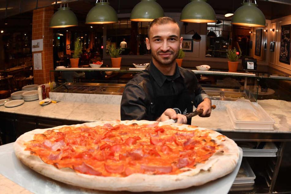 """""""Goalgia"""" kann nicht nur Tore schießen, sondern auch noch super Pizza backen."""