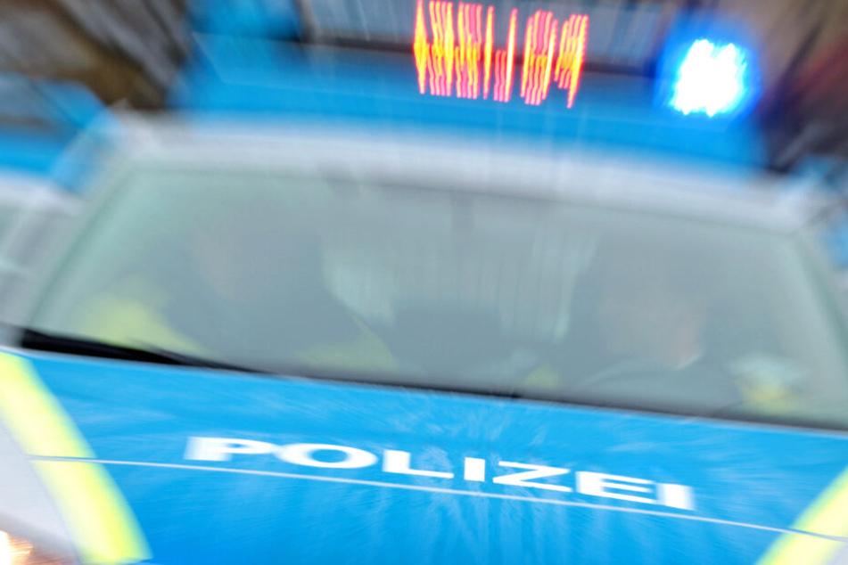Ein Einsatzwagen der Polizei verursache den Unfall auf der A66 (Symbolbild).