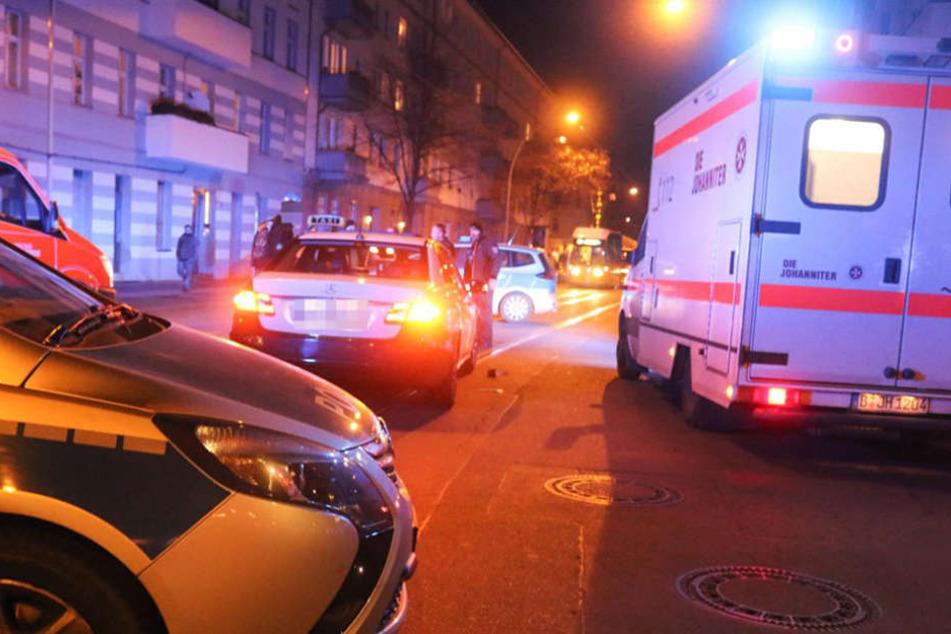 Der Fußgänger musste mit einem Rettungswagen ins Krankenhaus gebracht werden.