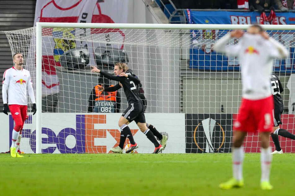 Während Rosenborg Trondheim sein Glück nach dem 1:1 in der 86. Minute gar nicht fassen kannte, mussten die Leipziger ein Pfeifkonzert über sich ergehen lassen.