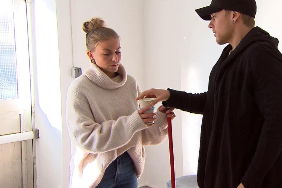 Die gemeinsame Arbeit mit Dana im Kiosk kommt Kevin sehr recht – so hofft er, doch noch ihr Herz gewinnen zu können.