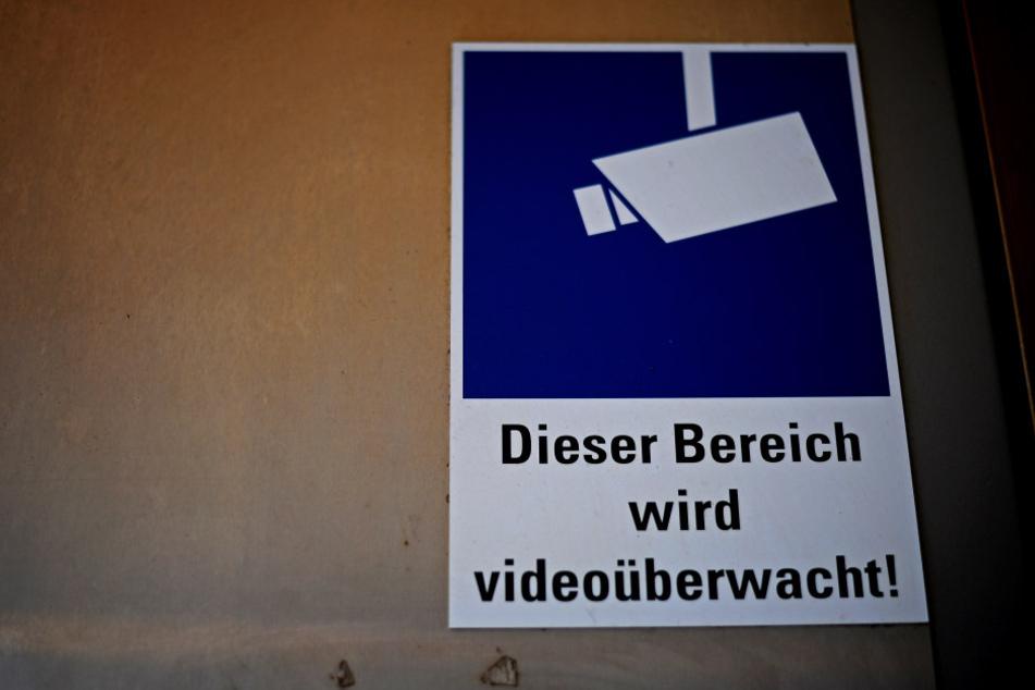 Sollte es mehr Kameras auf Plätzen und Straßen geben, um für mehr Sicherheit zu sorgen?