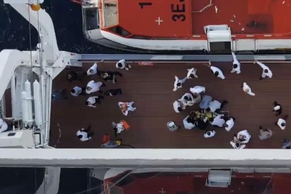 Die Rettungsmaßnahmen an Bord.