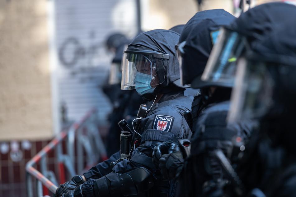 """Berlin: Linke Kiezkneipe """"Syndikat"""" geräumt: Polizei bereitet sich auf nächste Demo vor"""