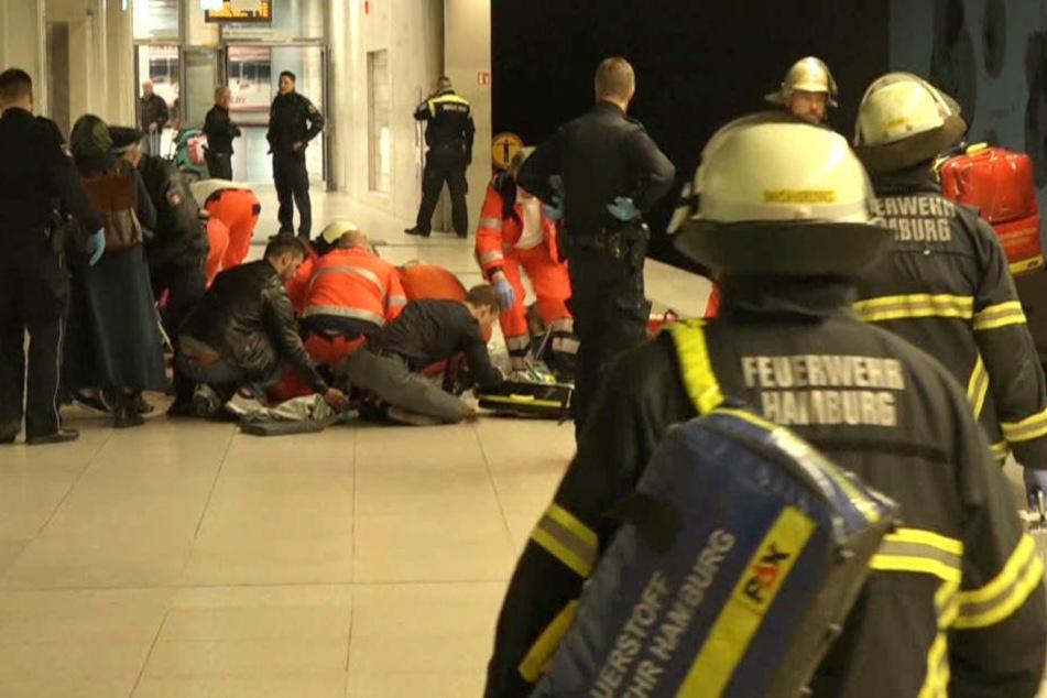 Rettungskräfte versuchten noch die Frau und das Kind wieder zu beleben.