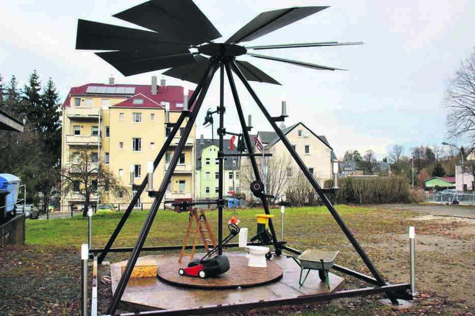 Selbst ist der Mann: Diese verrückte Pyramide steht in Chemnitz-Reichenbrand. Erbaut haben sie Jens Schütze (55, l.) und Harald Fiedler (62).