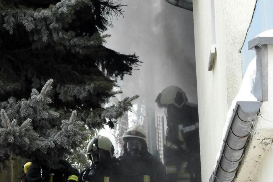 Gut 50 Einsatzkräfte der Feuerwehr waren vor Ort.