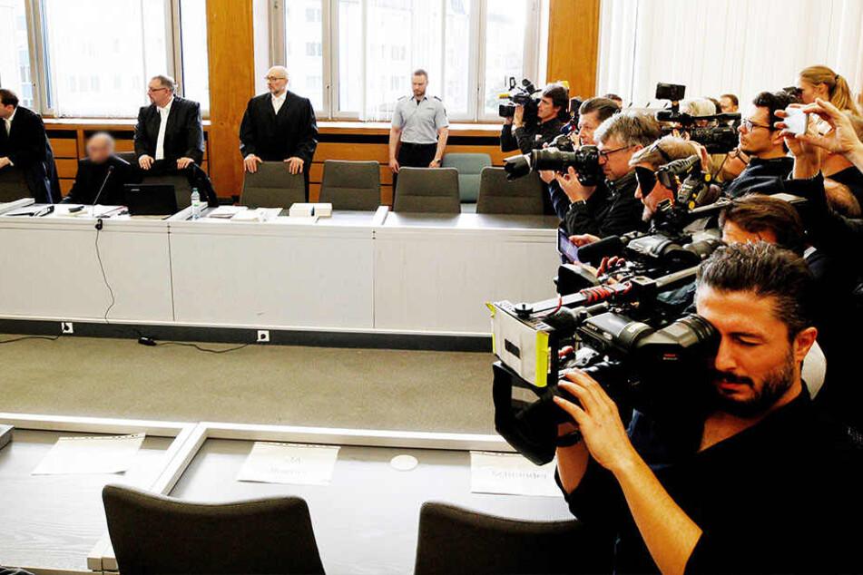 Großer Medienandrang beim Prozessauftakt im Essener Landgericht.