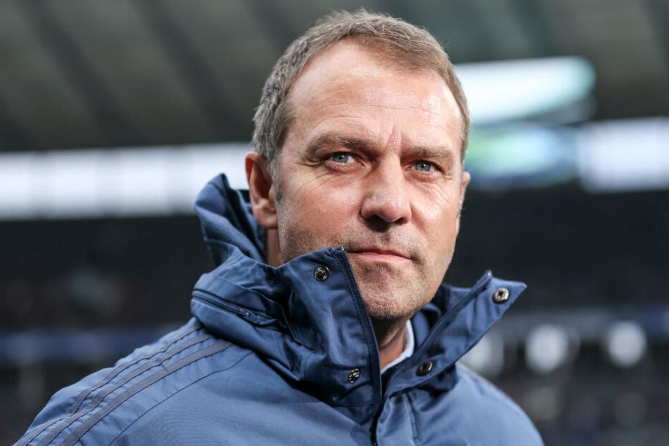 Trainer Hansi Flick von Bayern München unterstützt den BVB in der Debatte um die Altersgrenze der Bundesliga.