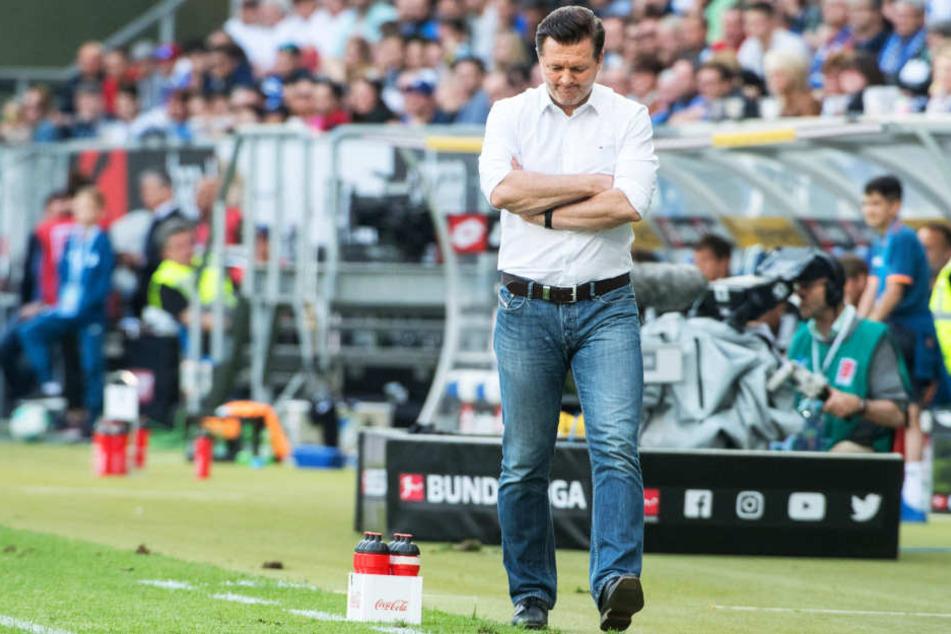 Kopfschütteln über das Spiel in Hoffenheim: HSV-Coach Christian Titz.