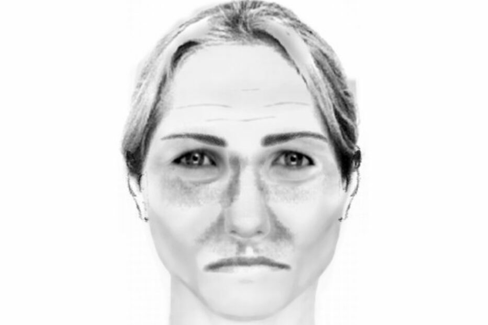 Die Frau hatte eine blonde Kurzhaarfrisur, war maximal 1,80 Meter groß.
