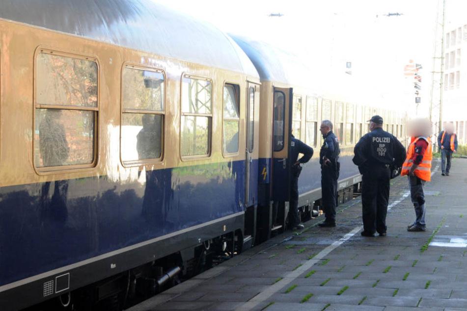 Nach dem Notruf der Eltern durchsuchten die Beamten der Polizei mehrere Züge.