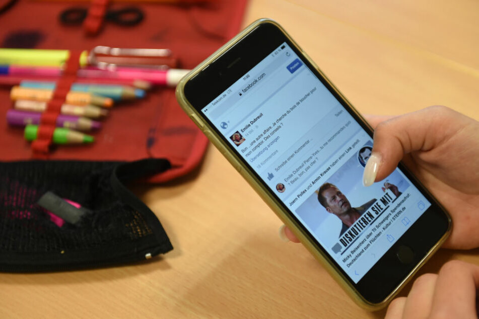 Den Umgang mit den sozialen Medien sollten Kinder nicht nur zu Hause, sondern auch in der Schule lernen.