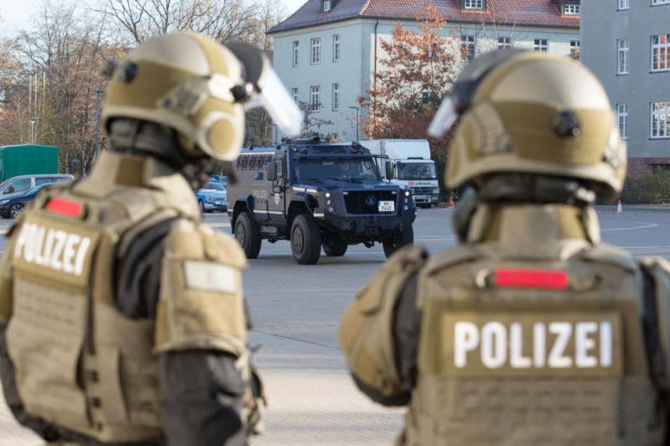 Eine Spezialeinheit der Polizei stoppte den Mann auf seiner Flucht (Symbolbild).
