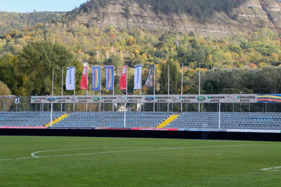 Das Ernst-Abbe-Sportfeld sollte am Samstag eigentlich der Schauplatz eines Traditionsduells werden. Nun muss die Partie zwischen dem FC Carl Zeiss Jena und der BSG Chemie Leipzig jedoch ausfallen. (Archivbild)