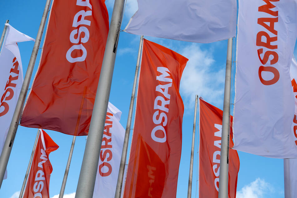 Kosten der Übernahme des Lichtkonzerns Osram haben den österreichischen Sensorhersteller AMS in die roten Zahlen gedrückt.