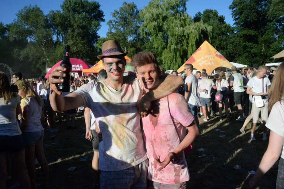 Strahlende Gesichter auch bei diesen beiden Festivalbesuchern.