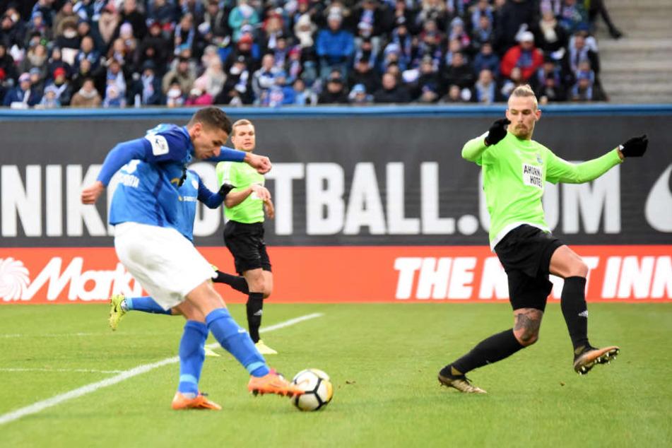 Soufian Benyamina trifft zum 2:0 für Rostock.