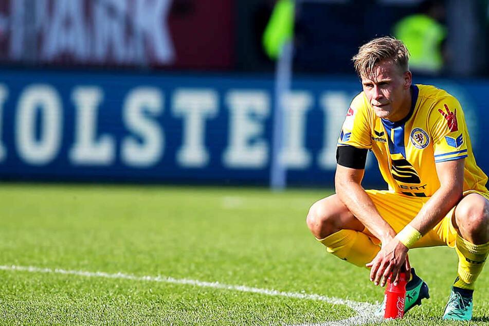 """Jan Hochscheidt stieg im Sommer mit Eintracht Braunschweig in die 3. Liga ab. Dort stehen die """"Löwen"""" mittlerweile abgeschlagen auf dem letzten Platz. Durch die vier Absteiger in der laufenden Saison wird es äußerst schwer, die Klasse noch zu halten."""