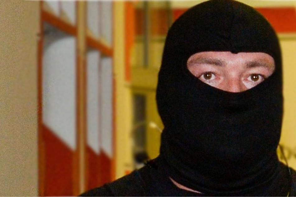 Beide Täter waren maskiert, einer trug eine schwarze Sturmhaube (Symbolbild).