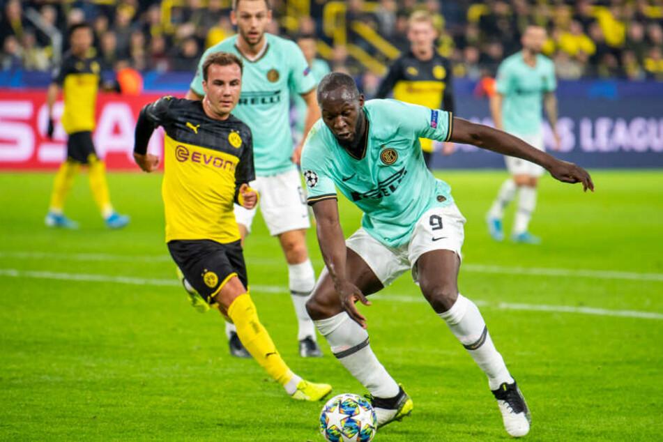 In der UEFA Champions League zuletzt noch Gegner, doch bald schon Team-Kollegen? Mario Götze und Inter-Neuzugang Romelu Lukaku.