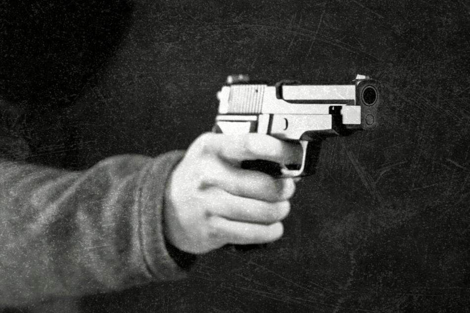 Chemnitz: Mann klaut in zwei Einkaufsmärkten und bedroht Verkäuferin mit Waffe