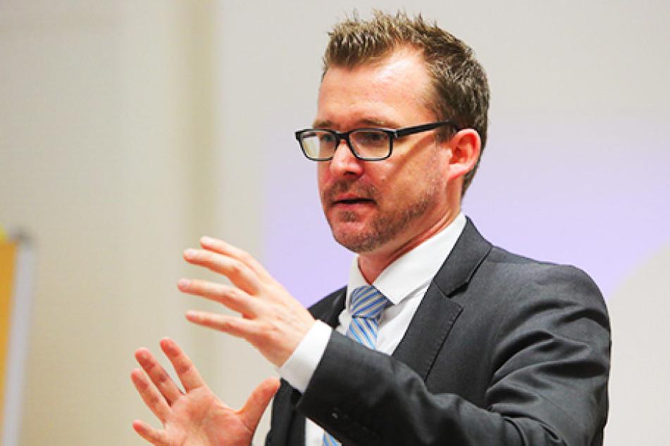 Verkehrsbürgermeister Raoul Schmidt-Lamontain (Grüne) stellte am Montag einen neuen  Entwurf der Straßenkunst-Satzung vor.