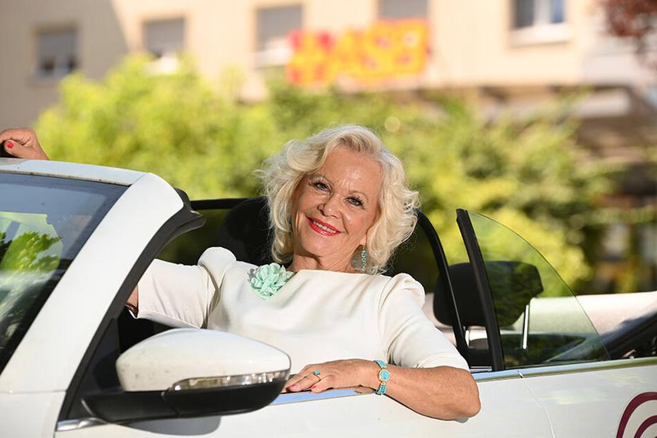 Das soll ihr erst mal eine(r) nachmachen: Trotz 76 Jahren sieht Dorit Gäbler blendend aus!