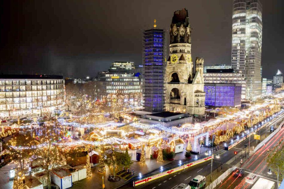 Der Breitscheidplatz erstrahlt trotz des Anschlags 2016 wieder im weihnachtlichen Glanz.