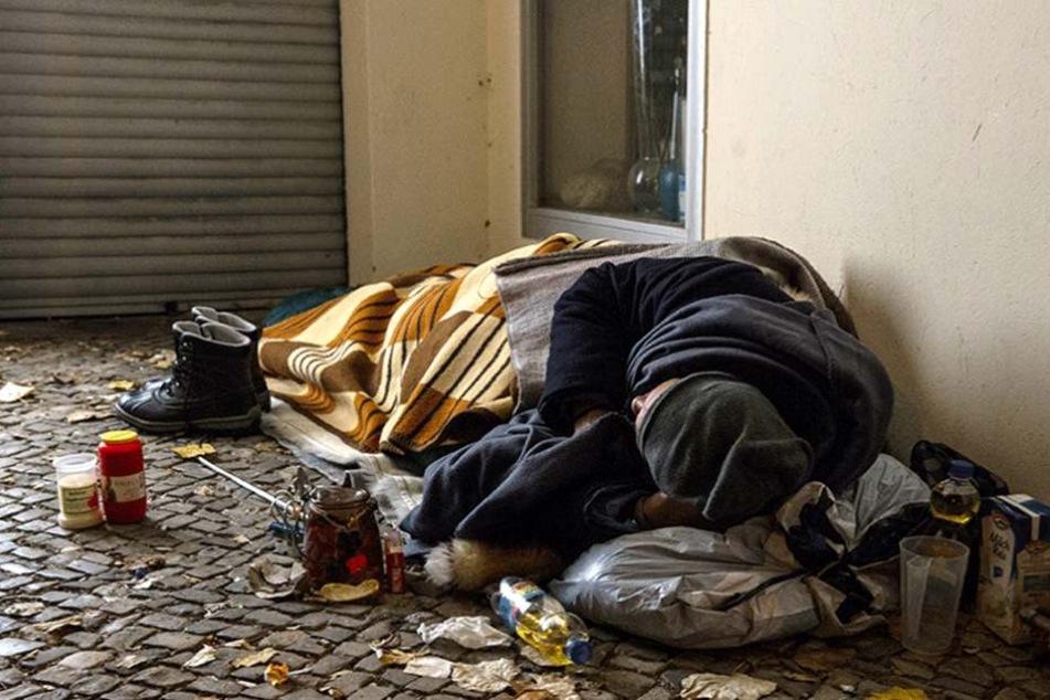 Der Obdachlose wurde von vier Männern zusammengeschlagen und ausgeraubt.
