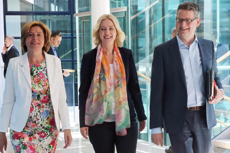 Das Foto vom 24. Juni zeigt die kommissarischen Parteivorsitzenden der SPD, Malu Dreyer (l), Ministerpräsidentin in Rheinland-Pfalz, Manuela Schwesig, Ministerpräsidentin in Mecklenburg-Vorpommern, und Thorsten Schäfer-Gümbel, Parteivorsitzender in Hessen
