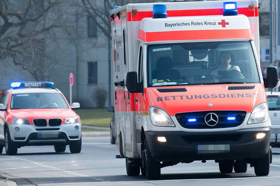 Zwei Jungen (6, 10) wurden von einem Auto erfasst und verletzt. Dessen Fahrer flüchtete.