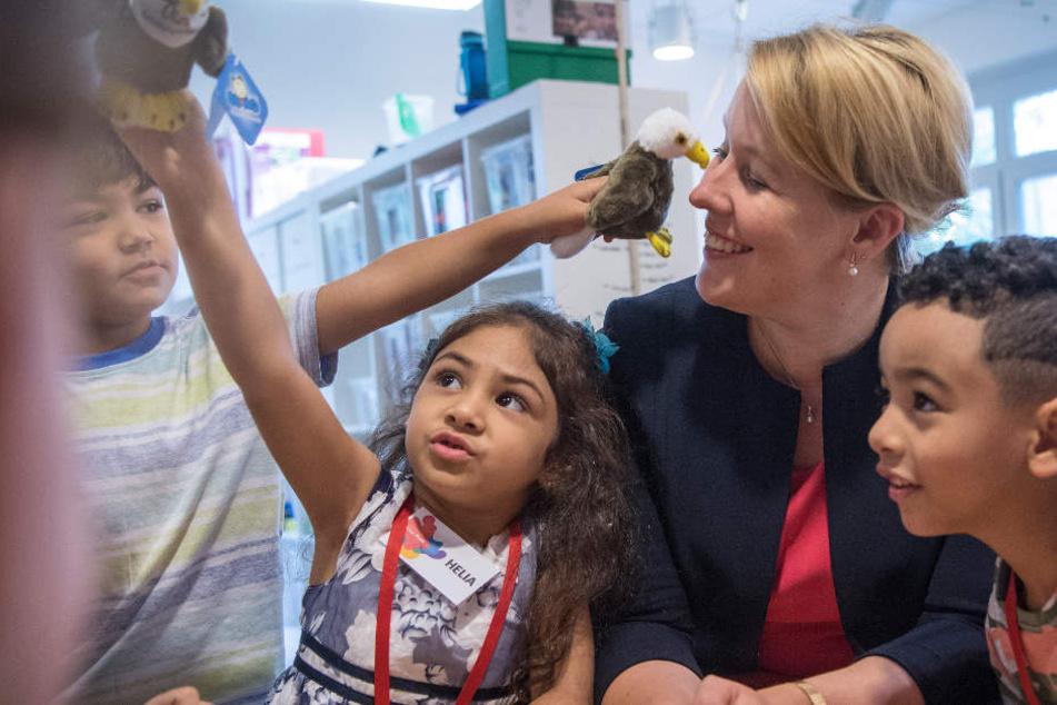 Bundesfamilienministerin Franziska Giffey (SPD) besucht im Rahmen ihrer Sommerreise ein Familienzentrum.