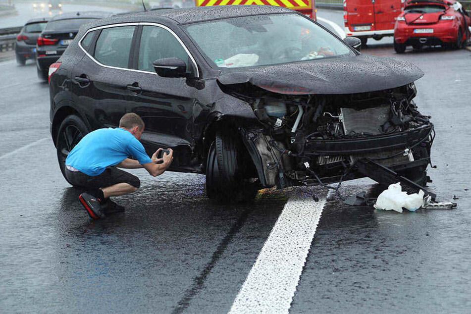 Auf der A4 stießen ein Renault und ein Nissan aufeinander.