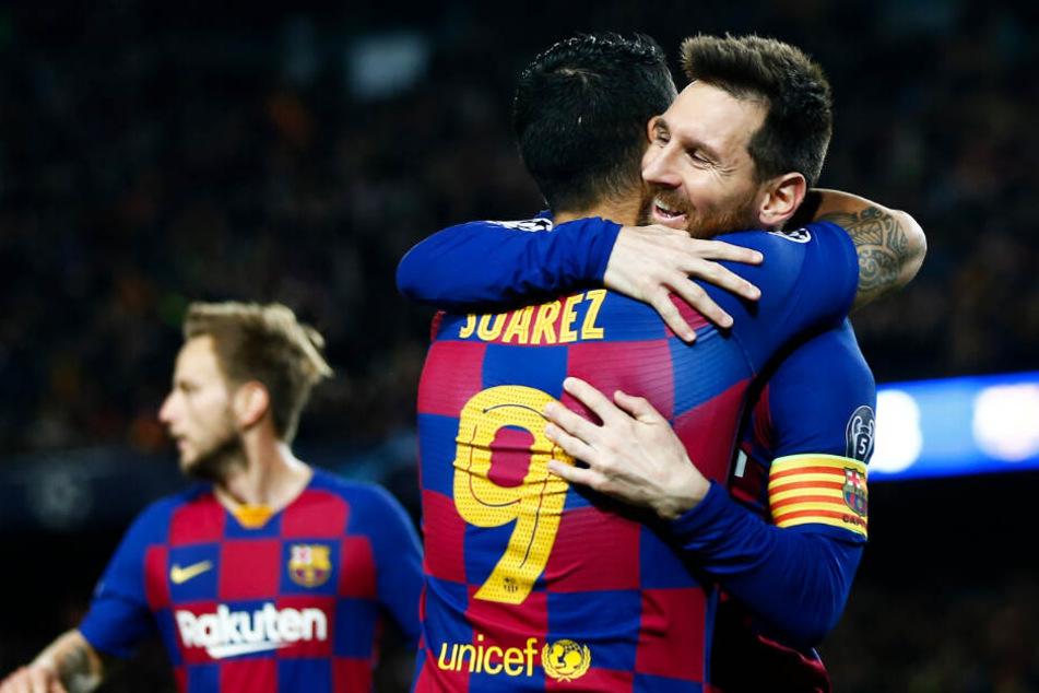Lionel Messi bedankt sich bei Luis Suarez für die Vorlage zum 2:0.