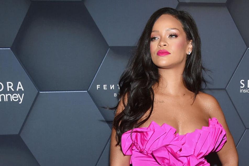 Sängerin Rihanna geht gegen einen Hamburger Schönheitssalon vor.