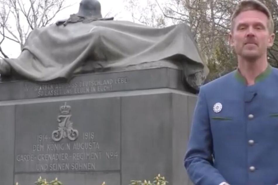 """Der """"Volkslehrer"""" Nikolai Nerling in einem erklärenden Video zur Kontensperrung."""