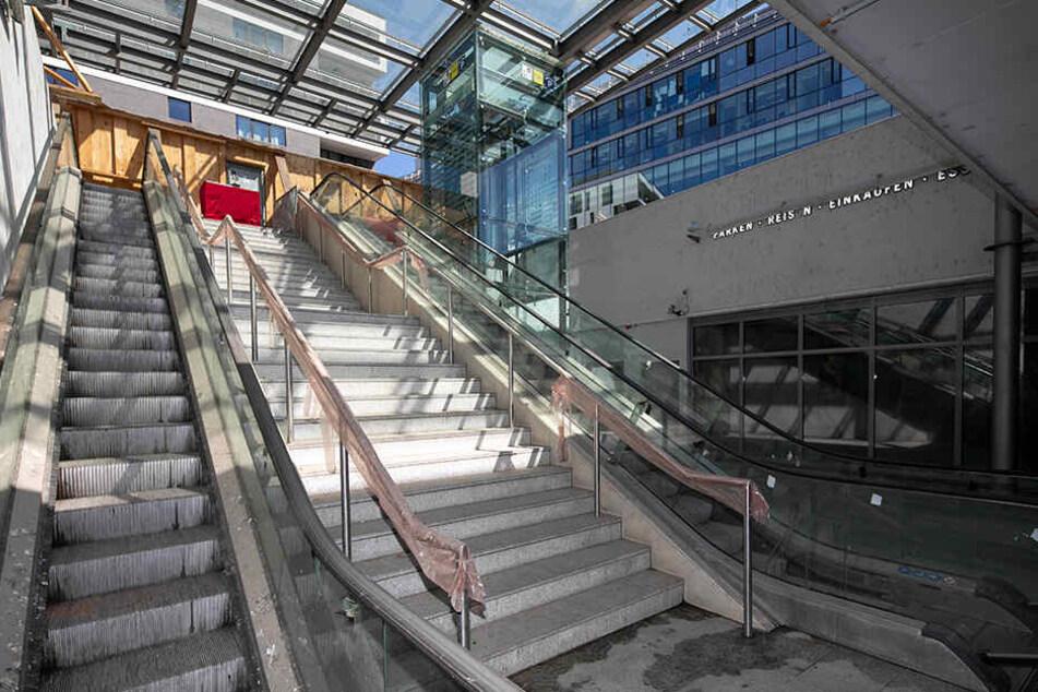 Über den künftigen Zugang zum Hochzeits-Eldorado im Untergrund stülpt der Investor eine schicke Glashütte. Der Bau startet Anfang Mai.