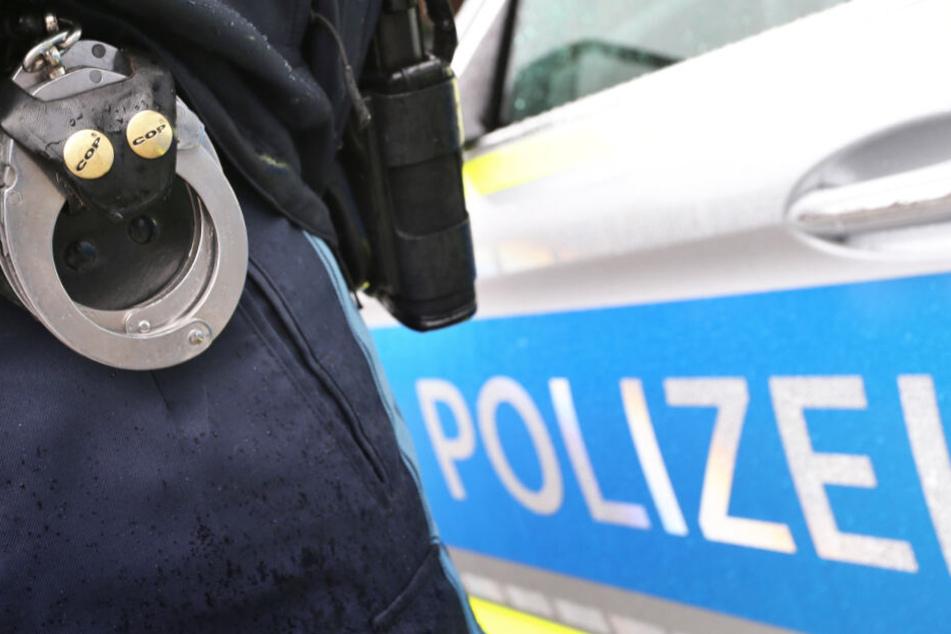 Polizei schnappt gleich doppelt zu: Zwei gesuchte Straftäter in Bayern verhaftet