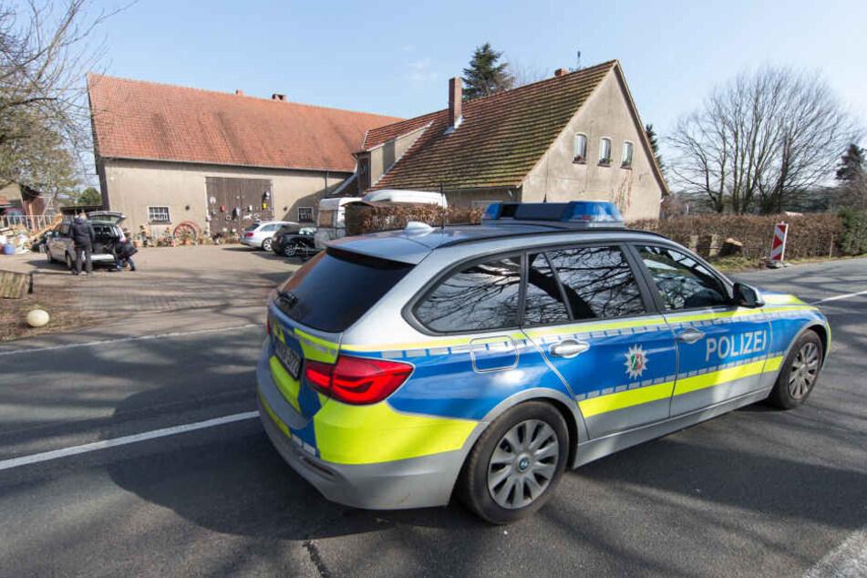 Das Grundstück von Jörg W. in Hille wurde erneut durchsucht.