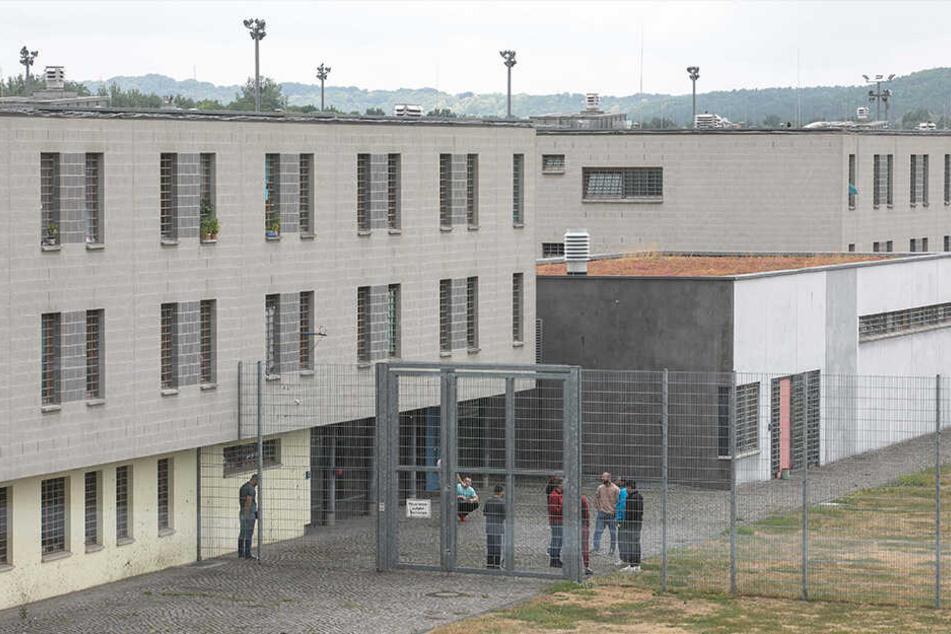 Zur Entlassung wurde der Afrikaner aus der JVA Bautzen in die JVA Dresden (Foto) gebracht.
