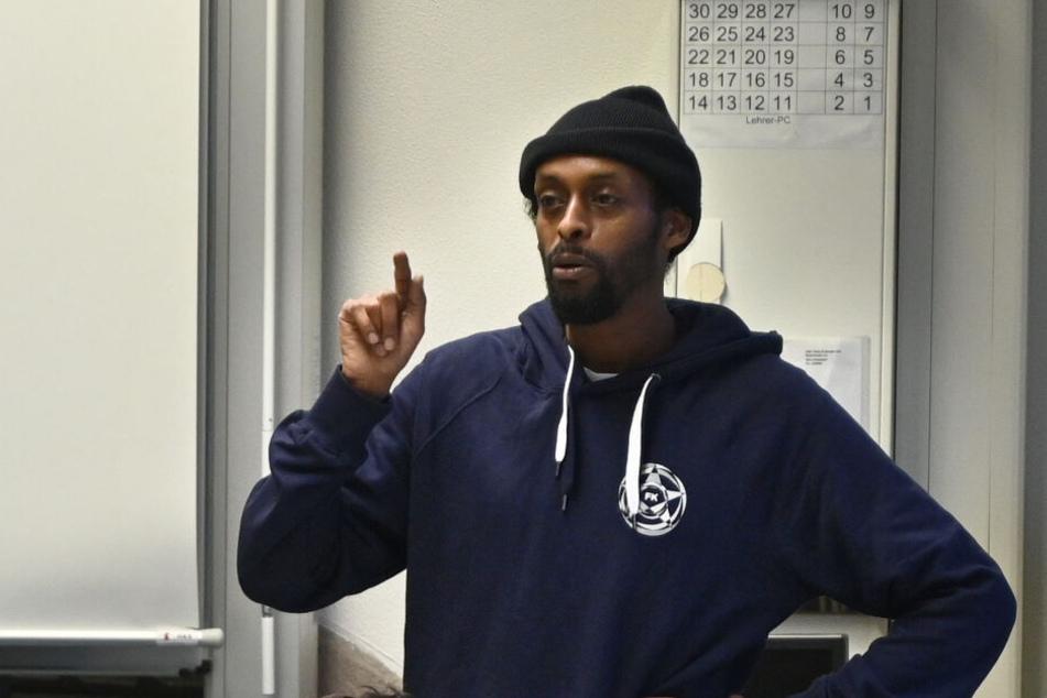Der Rapper Afrob spricht bei einer Veranstaltung.