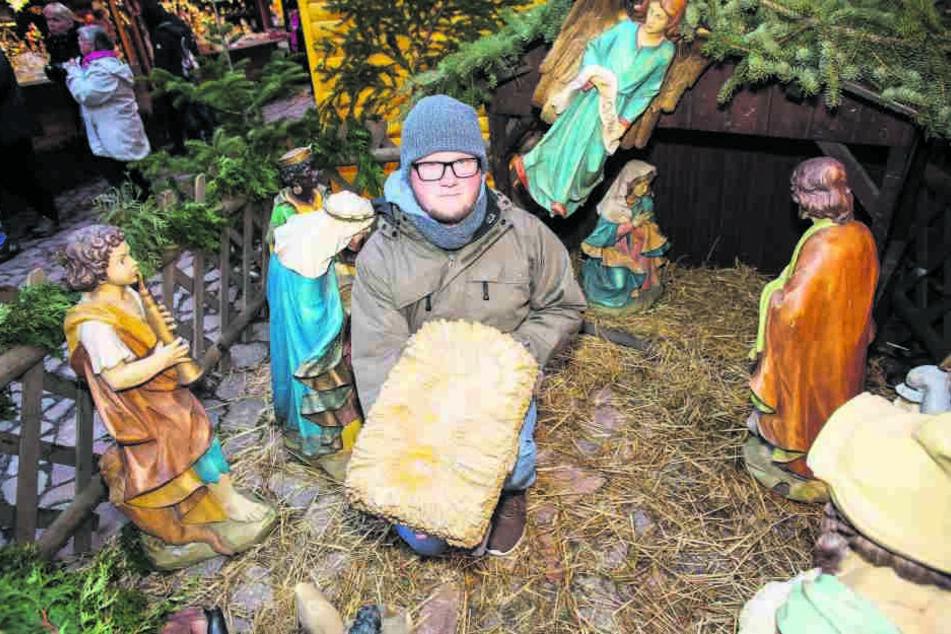 Marktleiter Martin Rehnus (29) hofft, dass das Jesuskind den Weg zurück in die Krippe findet.