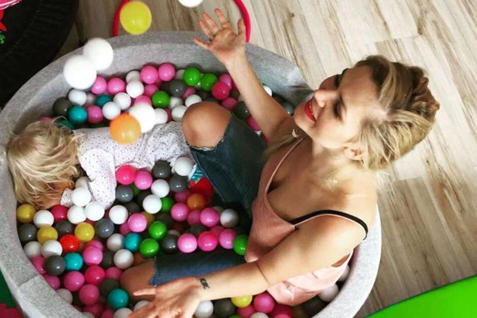 Erzieht ihre Kinder frei und ohne Regeln: Model Sara Kulka (27).