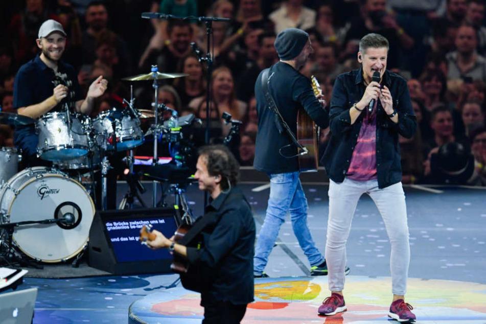 Mit vielen emotionalen Songs feierte die Kultband Pur ihren Tour-Auftakt in der Mannheimer SAP Arena.