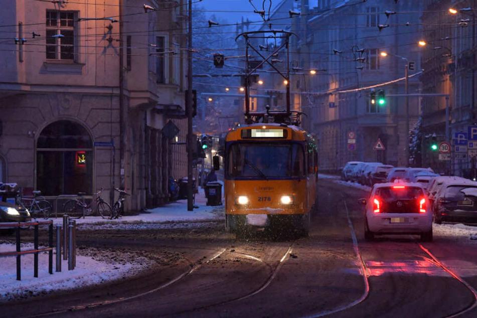 Ein verwirrter Mann hat am Sonntagnachmittag im Leipziger Westen eine Straßenbahn und einen Fahrer angegriffen. (Symbolbild)